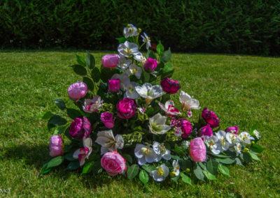 Pyramide de fleurs violettes