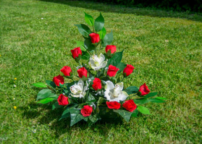 Pyramide de roses rouges et Lys